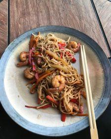 Noodles-cu-creveti-si-legume-de-sezon-in-sos-Teriyaki-2