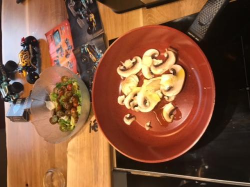 omleta-rulata-ciuperci-sunca-branzeturi (2)